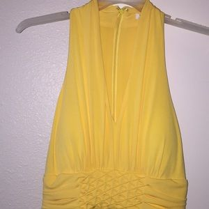 Sunny dress with pattern on the waist